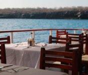 Galapagos Kreuzfahrt Katamaran Millenium - draussen essen
