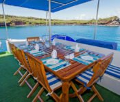 Galapagos Katamaran Archipell II - draussen essen