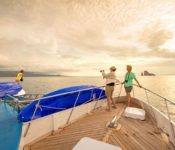 Galapagos First Class Katamaran Archipell II - an Deck