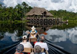 Anfahrt mit dem Kanu in die Sacha Lodge