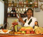 Galapagos Kreuzfahrt Yacht Floreana - Barkeeper