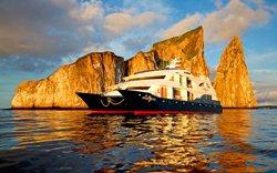 Galapagos Luxuskreuzfahrt Katamaran Ocean Spray