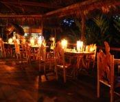Liana Lodge Restaurant bei Nacht