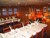 Galapagos Kreuzfahrtyacht Tip Top IV - Essraum