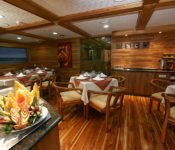 Galapagos Kreuzfahrt Yacht Galaxy - Essraum