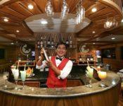 Galapagos Kreuzfahrt Yacht Galaxy - Barkeeper