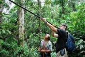 Huaorani Lodge - Blasrohrschiessen