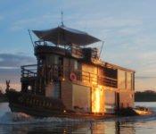 Cattleya Journey im Abendlicht - Amazonas Kreuzfahrt Peru