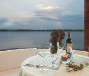 Amazonas Kreuzfahrt Peru - Cattleya Journey - Essen im Freien