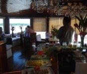 Cattleya Journey - Barkeeper