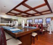 Galapagos Kreuzfahrt KatamaranCormorant - Essraum