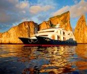 Ocean Spray - Galapagos Lux Katamaran