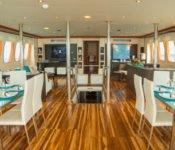 Galapagos Kreuzfahrt Yacht Majestic - Essraum