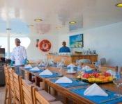 Galapagos Kreuzfahrt KatamaranCormorant - Open Air Essen