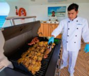 Galapagos Kreuzfahrt KatamaranCormorant - BBQ