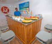Galapagos Kreuzfahrt KatamaranCormorant - Oberdeck Bar