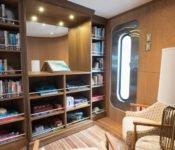 Galapagos Kreuzfahrtyacht Origin - Bibliothek