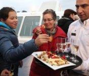 Australis Kreuzfahrten - Willkommenscocktailsan Deck der Stella Australis