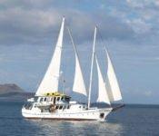 Cachalote I unter Segeln auf Galapagos