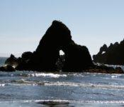 Felsformationen am Strand von Puñihuil
