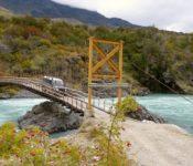 Brücke über dem Rio Baker